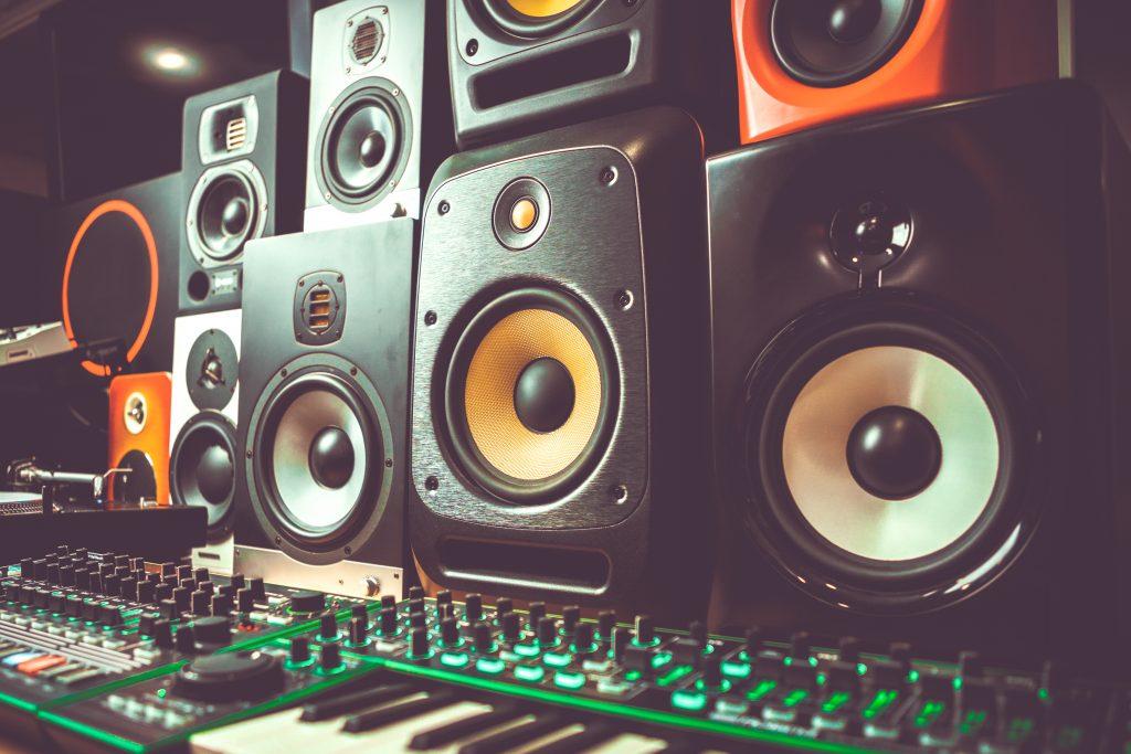 Monte o kit de som profissional ideal para o seu projeto