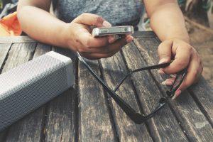 Qual é a melhor caixa de som Bluetooth portátil? Conheça os modelos da Frahm