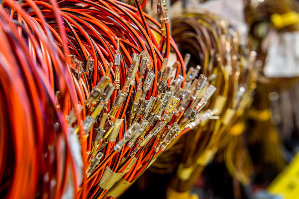 Passo a passo para organizar fios e cabos do seu sistema de som