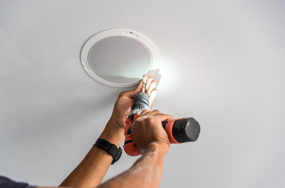 Saiba como instalar um equipamento de som embutido no gesso