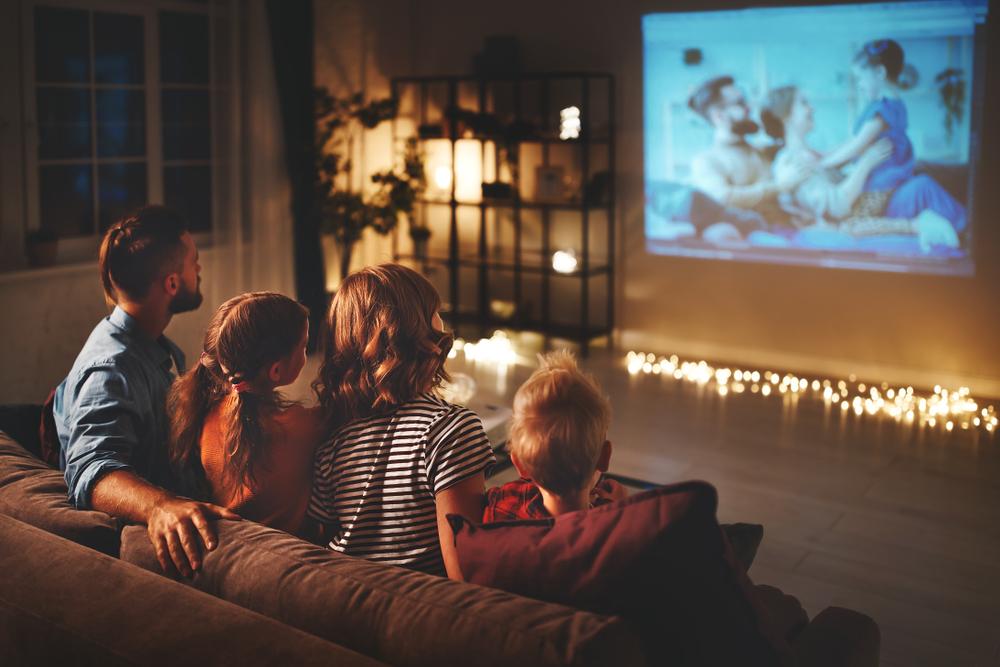 Como melhorar o som da TV para assistir séries e filmes