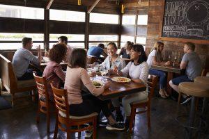 4 benefícios de som ambiente para restaurante