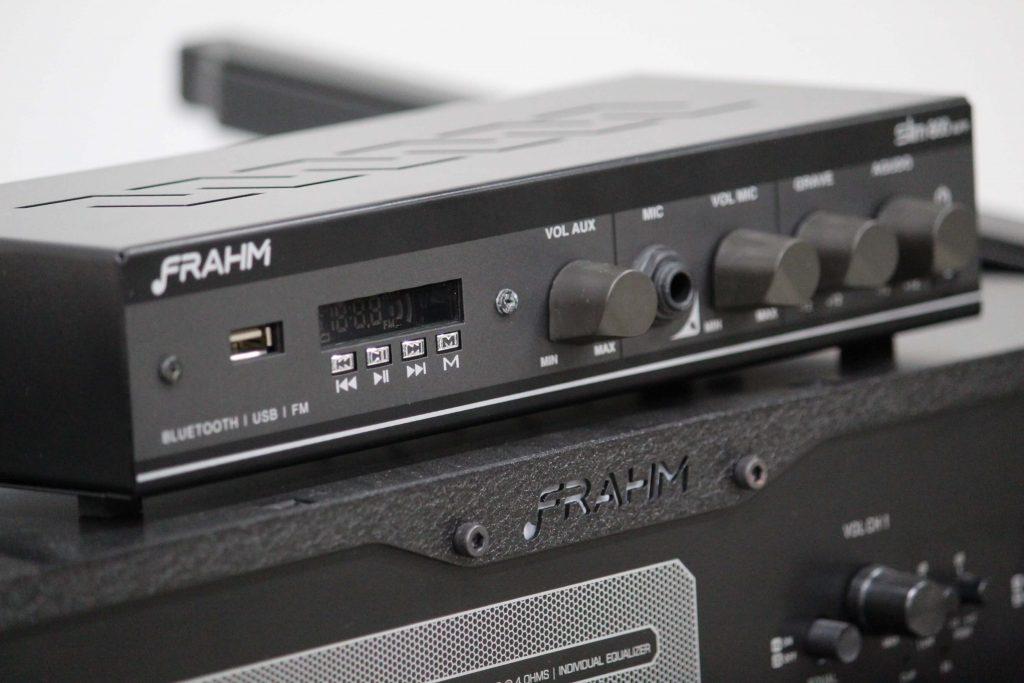 Você precisa de um amplificador com entrada óptica, USB ou para microfone? Conheça as linhas RD e Slim da Frahm!
